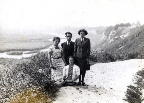 Maurycy, Anna (standing) and Dora Nelkin (sitting), 17 July 1938
