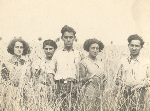 From the left: Dora Nelkin, unknown, Maurycy Nelkin, Anna Nelkin and Mordka Nelkin, July 17, 1938