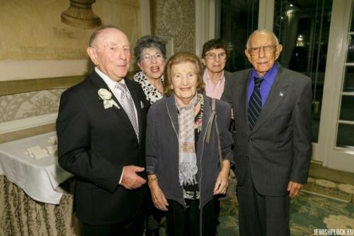 Jack (Icek) Nierób z rodziną Brygart: Samem, Ritą, Sandrą i Leslie (fotografia wykonana podczas uroczystości z okazji 90. urodzin Jacka)