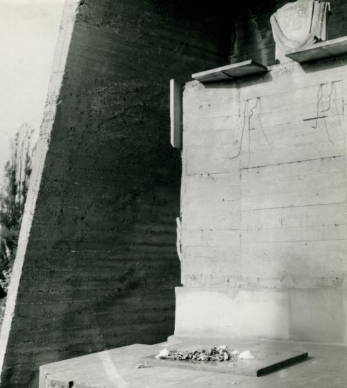 Fragment pomnika projektu artysty plastyka Lucjana Kota na cmentarzu żydowskim przy ul. Mickiewicza (ze zbiorów Lucjana Kota)