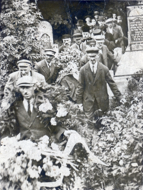 Funeral in Płock, 7 April 1938 (photo from the collection of Miriam Gavish)
