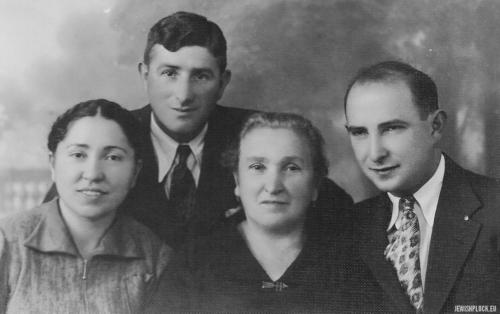 Hinda Małka Perelgryc z córką Chaną Rachelą i synem Motelem, Płock, lata 30. XX wieku