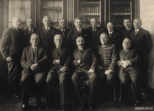 Członkowie Płockiego Towarzystwa Lekarskiego (fotografia wykonana przez Wacława Rydla pochodzi ze zbiorów Towarzystwa Naukowego Płockiego).
