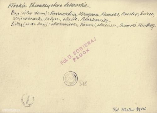 Członkowie Płockiego Towarzystwa Lekarskiego - odwrocie zdjęcia (fotografia wykonana przez Wacława Rydla pochodzi ze zbiorów Towarzystwa Naukowego Płockiego).