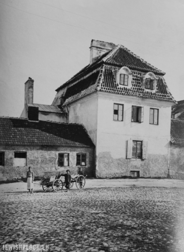 The corner of Zduńska Street and Czarny Dwór - the Jewish Home for the Elderly and Disabled, photo: Rubin, 1930 (photograph from the collection of the Płock Scientific Society, reference number 364)