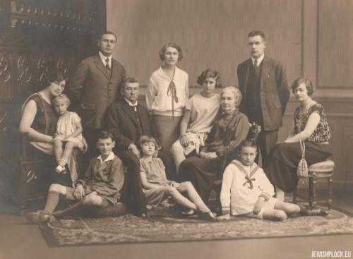 Rodzina Sadzawków - Józef z żoną Marią, dziećmi i wnukami