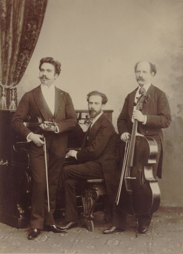 Trio Parisien, od lewej: Johannes Wolff, Gustaw Lewita, S. Burger (źródło: Wikipedia Commons)