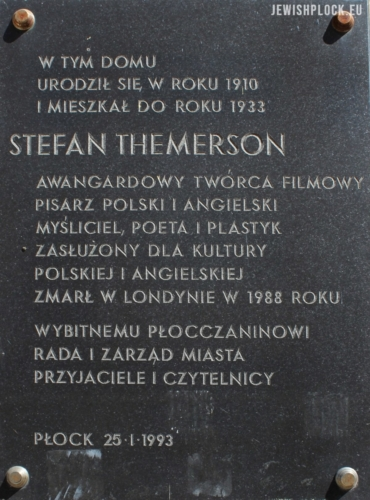 Plaque commemorating Stefan Themerson on the wall of the tenement house at 5 Grodzka Street in Płock (photo by P. Dąbrowski)