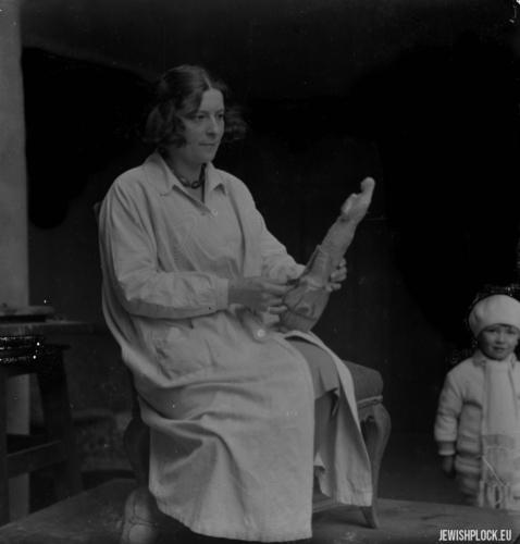 Roma Szereszewska-Abrahamer (później Joanna Grabowska), z synkiem Ryszardem Abrahamerem (później Zbigniewem Ryszardem Grabowskim), koniec lat 20. XX wieku