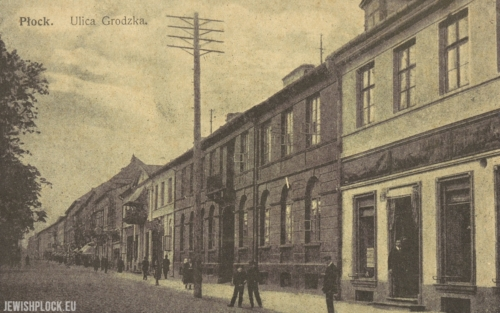 Postcard - Grodzka Street in Płock (on the right, a visible fragment of the tenement house at today's 5 Narutowicza Square, co-owned by Izydor Wasserman)