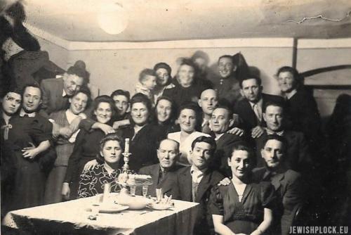 Pierwsi ocalali, którzy przybyli do Płocka w 1945 roku podczas Szabatu